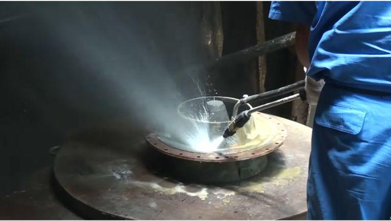 工業用部品製造機械の部品の洗浄