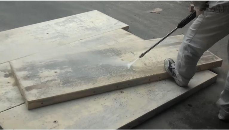 コンクリート型枠用合板の洗浄