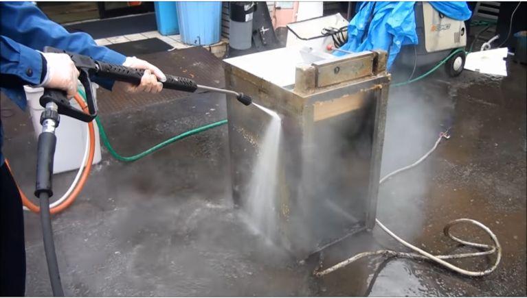 フライヤー等・厨房機器の油汚れの洗浄