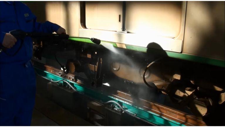 鉄道車両の洗浄