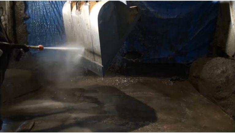 コンクリート製造工場の重機等の洗浄
