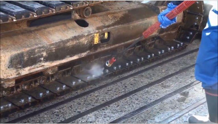 建設機械・重機の固着した土砂、合材等の洗浄(2)