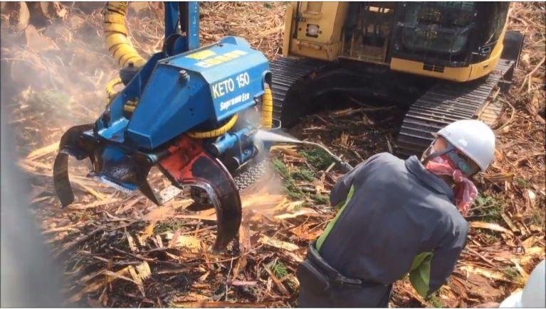 林業向け大型アタッチメントの洗浄