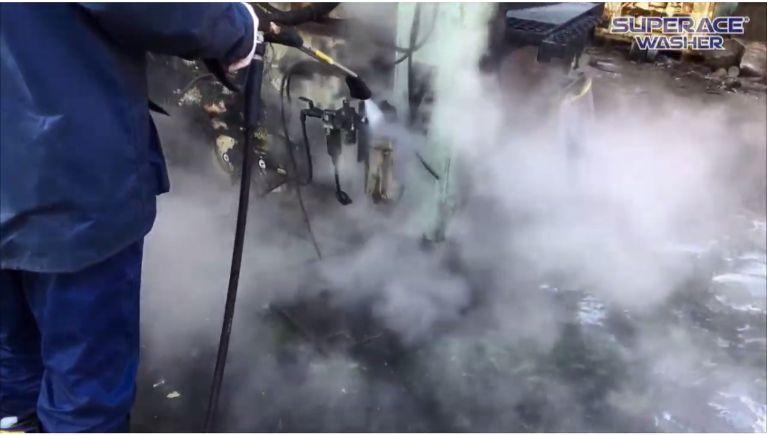工場内の機械設備の洗浄