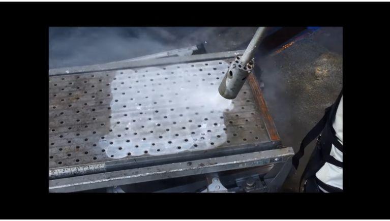 弊社最強の高圧洗浄機SHL-06150で実験してみました。