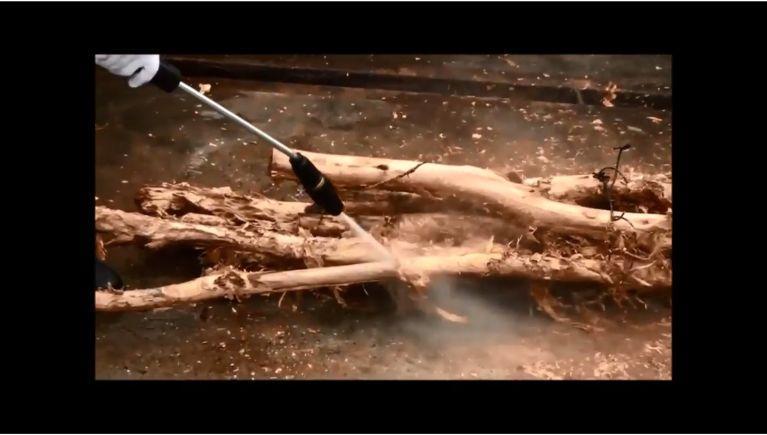 1230iシリーズで木材の皮剥ぎをしました!